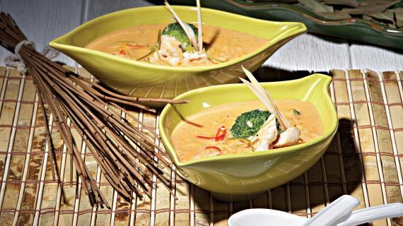 Тайский суп с курицей и овощами - фото